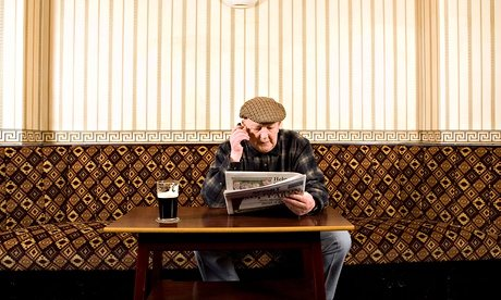 old-man-in-pub-011